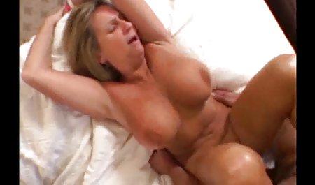귀여운 큰 가슴 아름다운 여자를 벗르 섹시 스타킹 및 핑크 재생