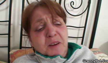 사르트르,샬롯에 빨 닭과 나의 얼굴에 미소 벌 거 벗은 두꺼운 오래된 여자